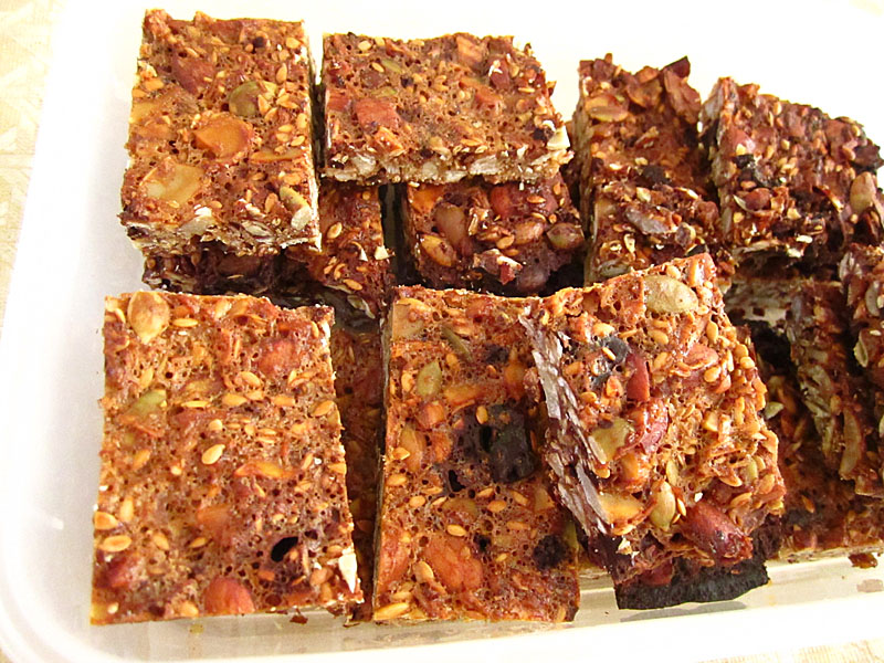 Caveman Food Bars : Dark chocolate almond bars