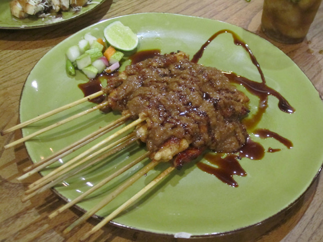 can't go wrong with satay slathered with peanut sauce - YUM!